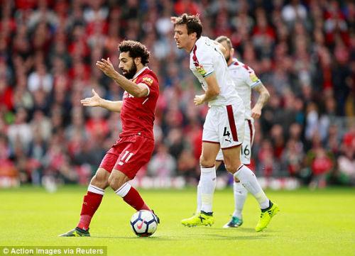 Chi tiết Liverpool - Burnley: 3 mét đá trúng xà ngang (KT) - 3