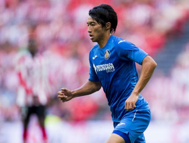 """Barca thủng lưới bàn đầu tiên: SAO Nhật Bản vô-lê """"gây sốt"""""""