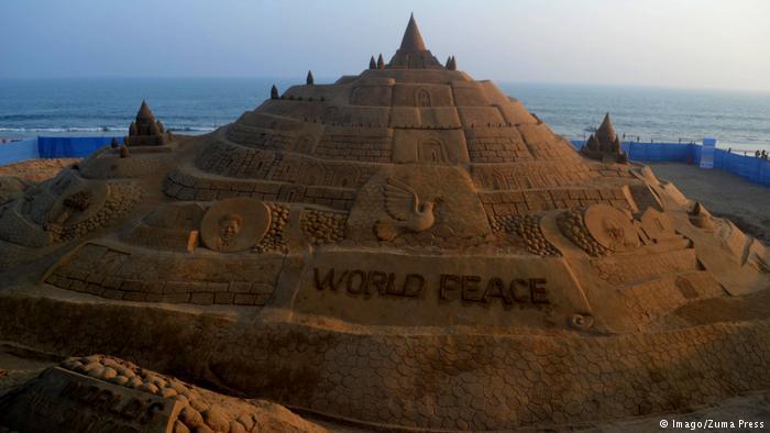 Du khách đổ xô check-in lâu đài cát khủng phá vỡ kỷ lục thế giới - ảnh 3