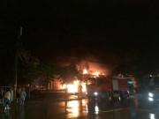Tin tức trong ngày - Siêu thị cháy dữ dội trong đêm mưa lớn do bão số 10