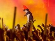 Tiên Tiên suýt gặp sự cố với chiếc quần trước 5.000 khán giả