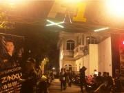 An ninh Xã hội - Hàng chục nam nữ đang lắc lư điên cuồng khi cảnh sát ập vào quán bar