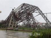 Tin tức trong ngày - Quặn lòng nhìn miền Trung hoang tàn sau bão số 10