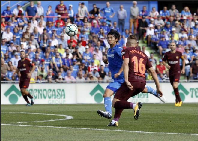 """Messi """"im tiếng"""", Barca lên đỉnh La Liga nhờ """"hàng thải Trung Quốc"""" - 1"""