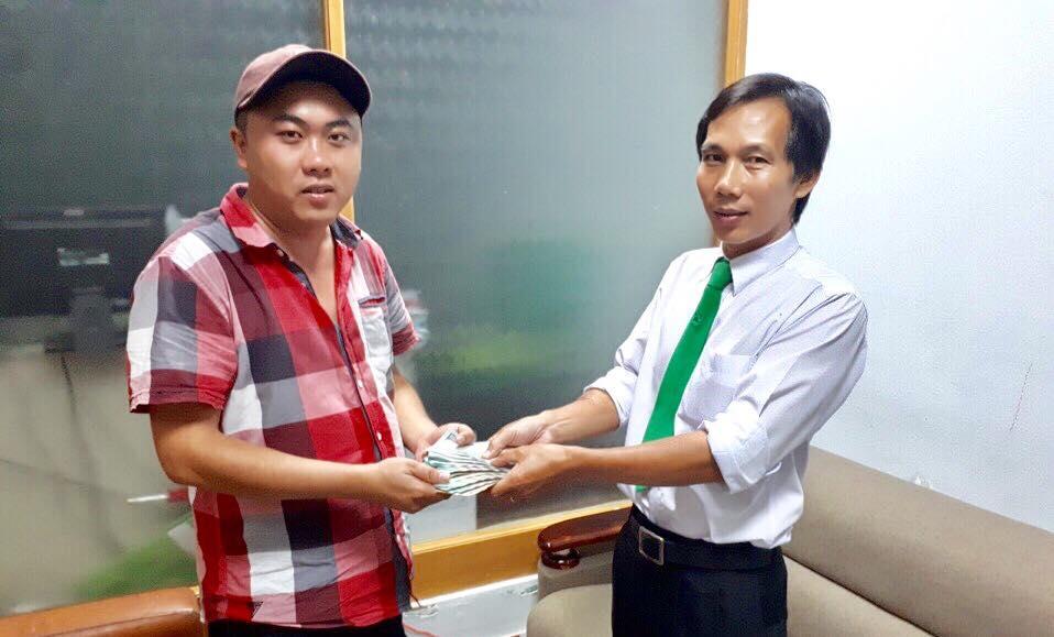 Để quên bọc tiền giữa Sài Gòn, chủ nhân nhận cái kết bất ngờ - 2