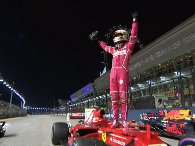 """Video F1, Singapore GP: Thủy chiến 2 xe """"bỏ mạng"""", 8 tay đua bỏ cuộc - 2"""