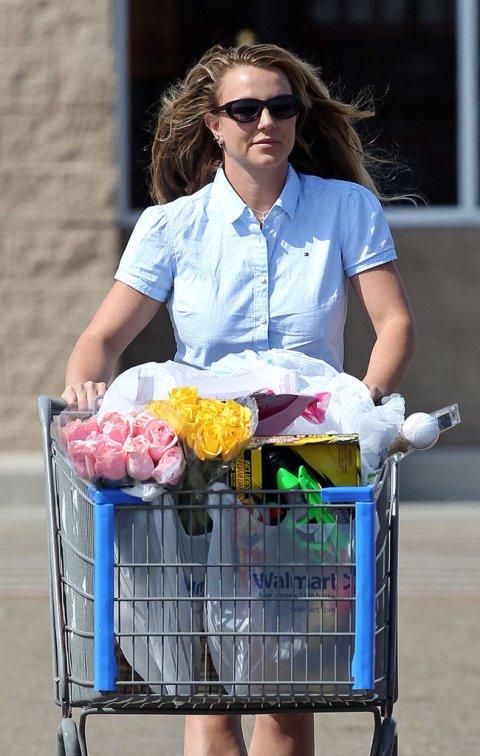 Mỗi năm Britney Spears tốn hàng trăm tỉ đồng chỉ để làm đẹp - 4