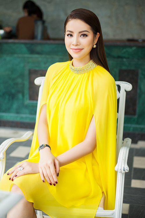 Đầm cape xưa lắc xưa lơ mà sao Phạm Hương mặc vẫn hot - 5