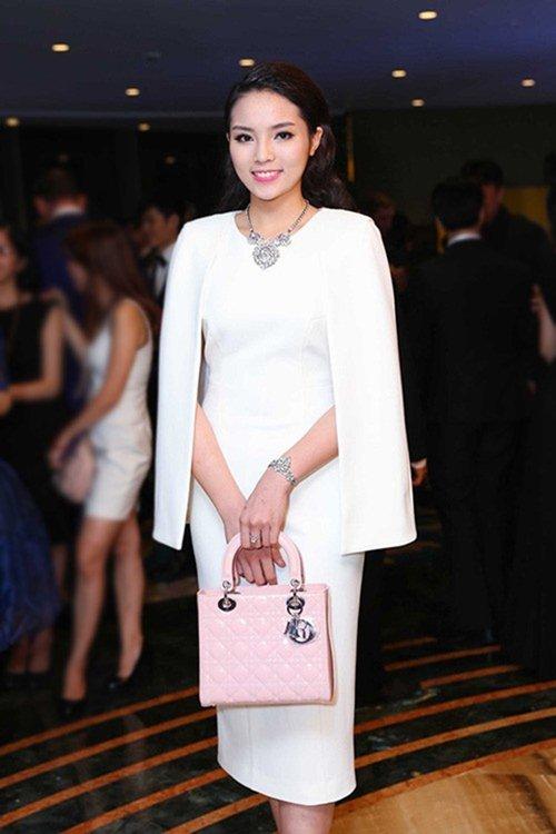 Đầm cape xưa lắc xưa lơ mà sao Phạm Hương mặc vẫn hot - 8