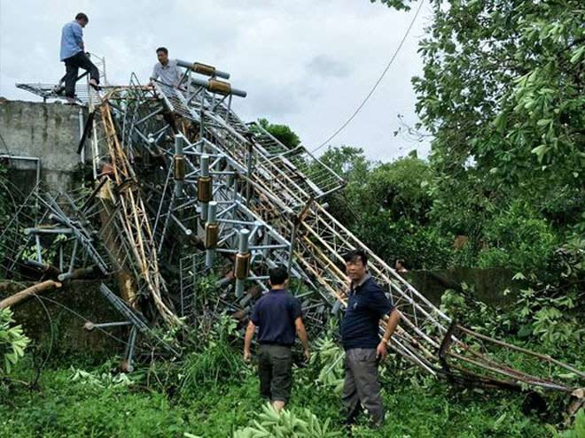 Thêm ăng-ten phát thanh, truyền hình cao 60m bị bão đánh đổ - 2