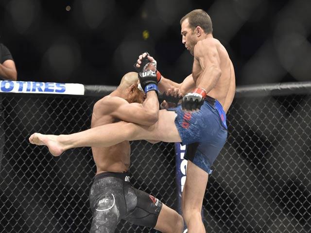 """UFC: Bé bị bắt nạt, lớn đấm đối thủ """"tối tăm mặt mũi"""" 1"""