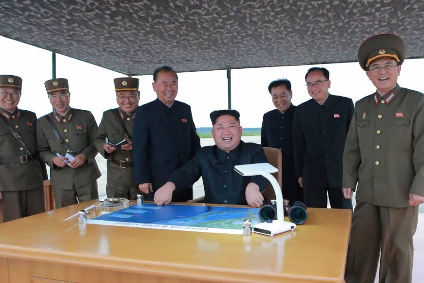 Nhà toàn làm bằng gỗ, dân Nhật Bản biết trốn tên lửa Triều Tiên ở đâu? - ảnh 1