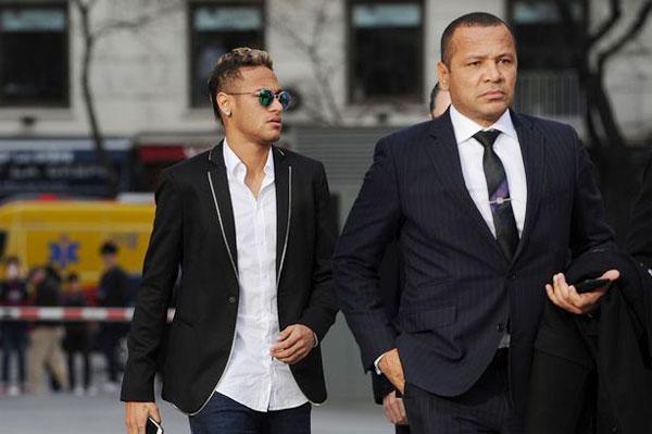 U60 bố Neymar vẫn cưa cẩm gái không kém gì con - 2