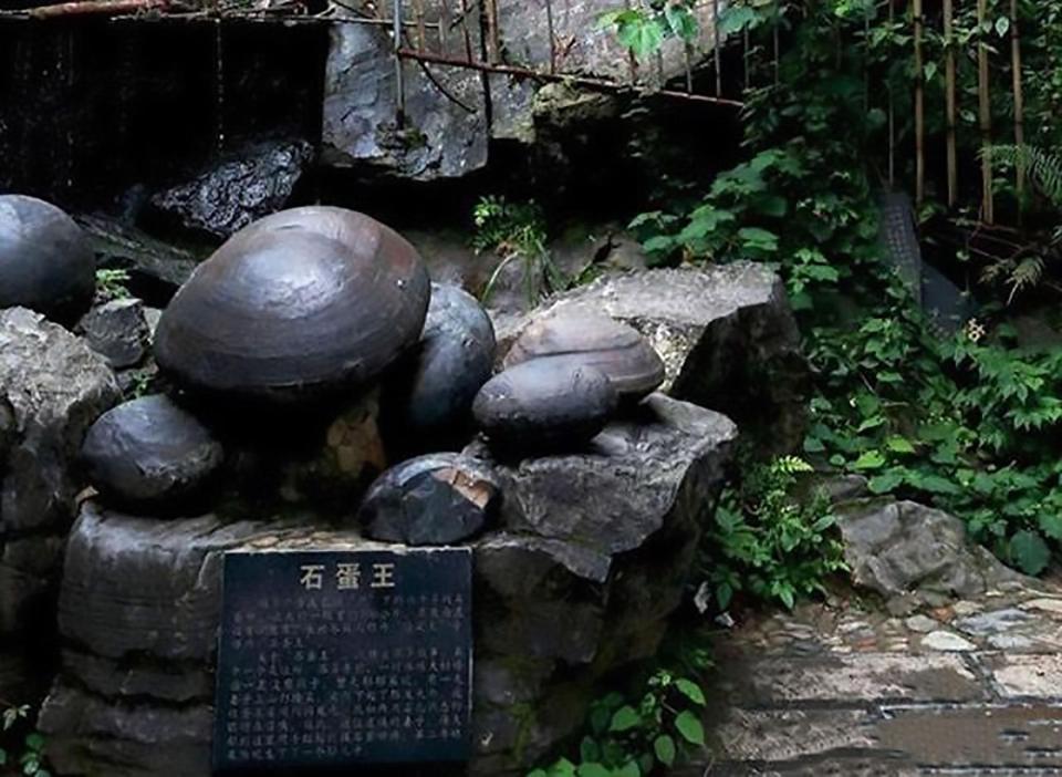 """Kỳ lạ vách đá """"đẻ trứng"""" suốt bao năm qua ở Trung Quốc - ảnh 2"""