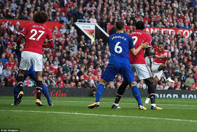 MU đại thắng 4 sao: Báo Anh thán phục Mourinho, ca ngợi Lukaku - 1