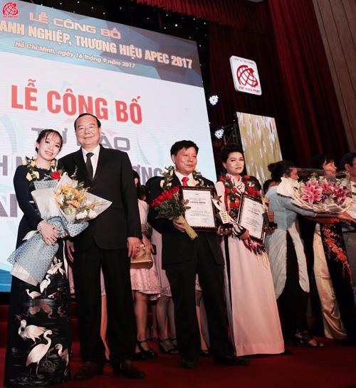 """Việt Hưng Phát được vinh danh """"Top 10 Thương hiệu tiêu biểu APEC- 2017"""" - 1"""