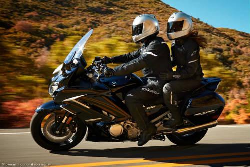 Top 10 môtô hành trình tốt nhất, đắt như xe hơi - 10