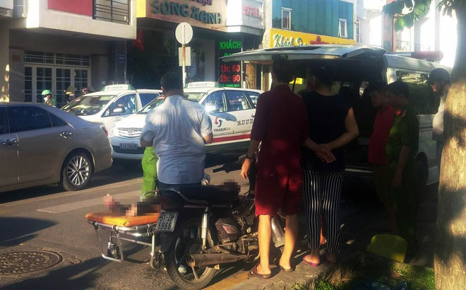 Người đàn ông gục chết trên xe máy ở Sài Gòn - 2