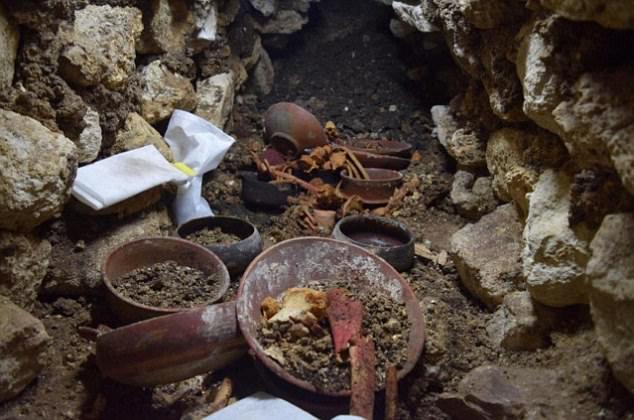 Tìm thấy mộ vua Maya 1.700 năm cùng mặt nạ ngọc cực đẹp - 1