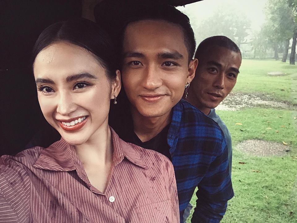 """Sao Việt 19/9: Angela Phương Trinh """"không thể thiếu"""" chàng trai này"""