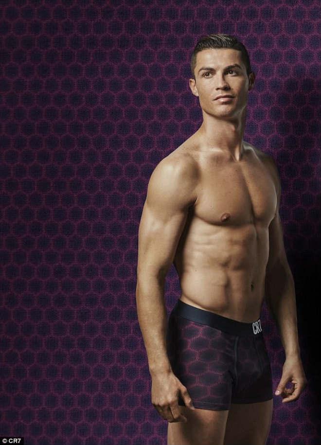 """Ronaldo sắp cưới vợ, đón con gái, ước làm """"người vô hình"""" - 6"""
