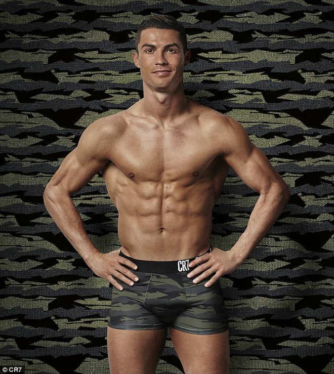"""Ronaldo sắp cưới vợ, đón con gái, ước làm """"người vô hình"""" - 8"""
