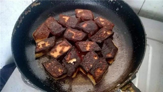 """Phát minh ra món  """" đậu rang cháy cạnh """" ."""