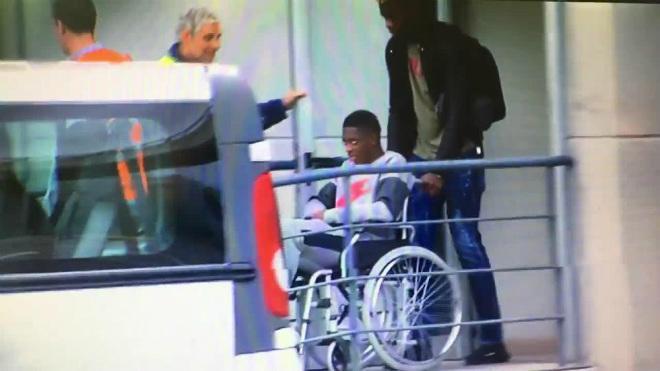"""Bom tấn"" 105 triệu euro ngồi xe lăn: Triệu fan Barcelona run rẩy 2"