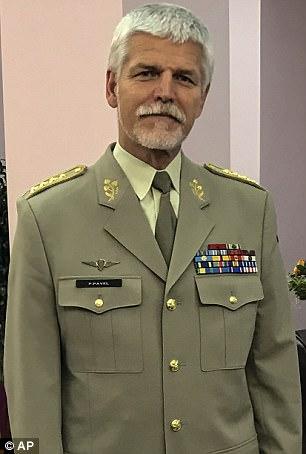 """Tướng NATO cảnh báo Putin đang """"chuẩn bị chiến tranh lớn"""" - 1"""