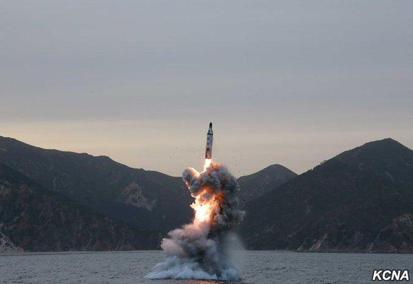 Triều Tiên sắp có tàu ngầm hạt nhân hủy diệt đầu tiên? - 1