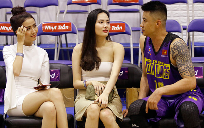 Dàn hoa hậu, hot girl gây sốt trên sân bóng rổ ở Sài Gòn 11