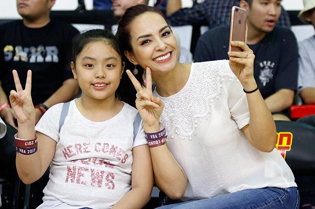 Dàn hoa hậu, hot girl gây sốt trên sân bóng rổ ở Sài Gòn 5