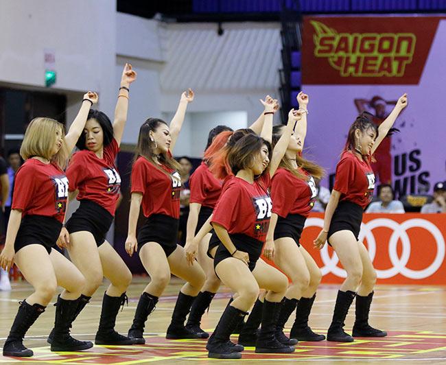 Dàn hoa hậu, hot girl gây sốt trên sân bóng rổ ở Sài Gòn 2