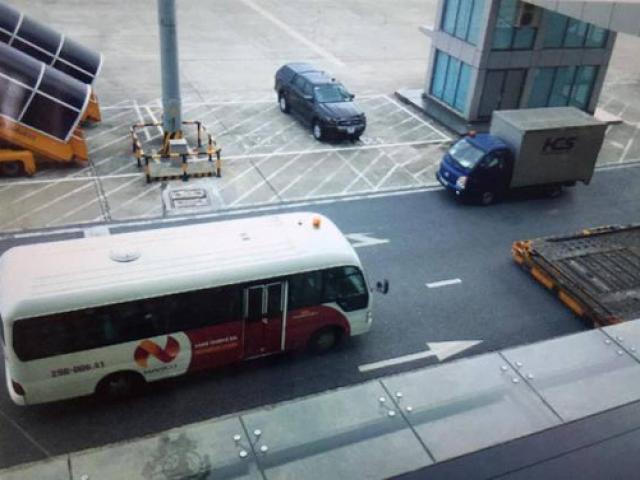 Lái xe đầu kéo đâm tử vong nhân viên sân bay Nội Bài