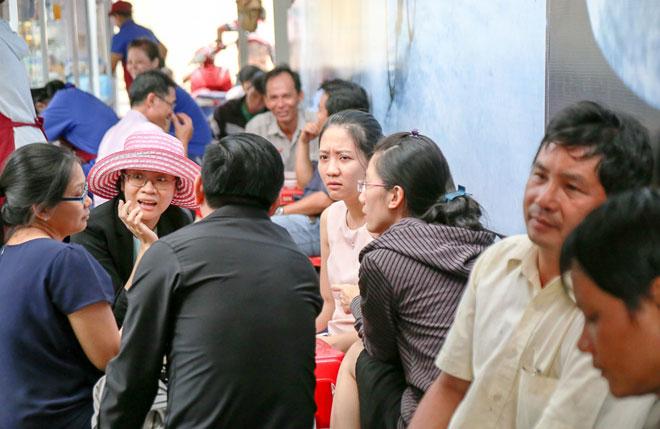 Hình ảnh bất ngờ phố hàng rong Sài Gòn sau 1 tháng đi vào hoạt động - 13