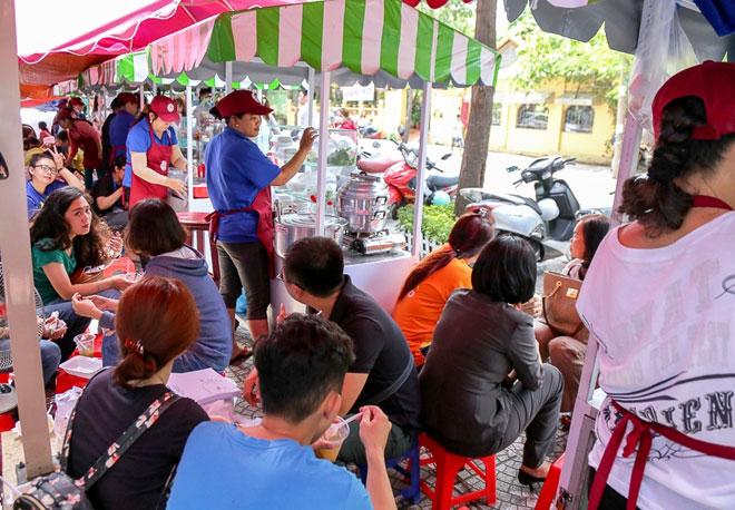 Hình ảnh bất ngờ phố hàng rong Sài Gòn sau 1 tháng đi vào hoạt động - 14