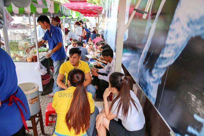 Hình ảnh bất ngờ phố hàng rong Sài Gòn sau 1 tháng đi vào hoạt động - 9