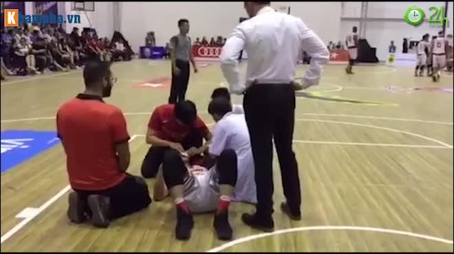 """Derby bóng rổ Sài Gòn """"tóe lửa"""": SAO Việt kiều đổ máu & nhập viện"""