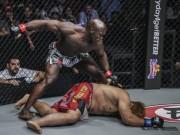 MMA: Kinh điển đo ván 11 giây, chạy như Mayweather đấm tựa McGregor