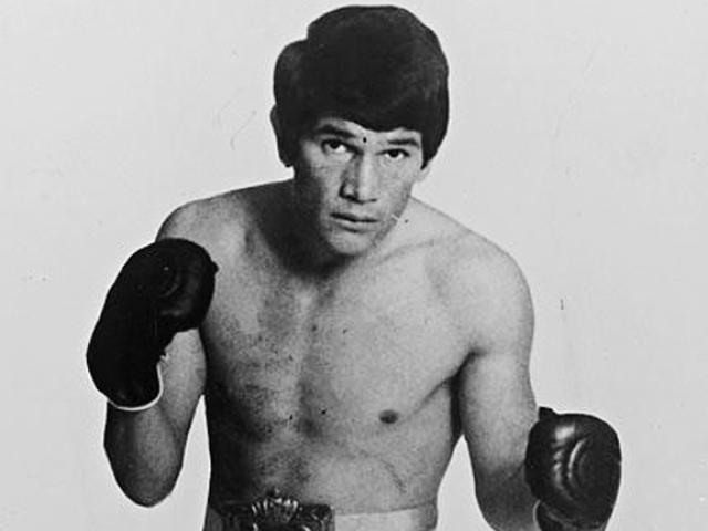 """Choáng MMA: Trọng tài ra đòn cao thủ ngăn chặn võ sĩ """"điên"""" 1"""