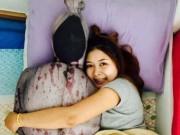Chàng trai khóc thét khi bạn gái ôm bọc xác trên giường
