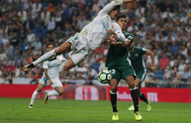 """Ronaldo tái xuất dứt điểm 12 ăn 0: Quá đen hay quá """"cùn"""" - 1"""
