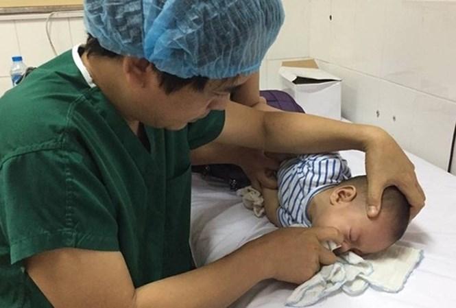 Cách chăm sóc trẻ bị viêm mũi họng không phải cha mẹ nào cũng biết - 1