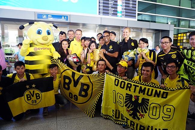 HLV nữ Dortmund xinh như hoa hậu đến Việt Nam dạy bóng đá - 4