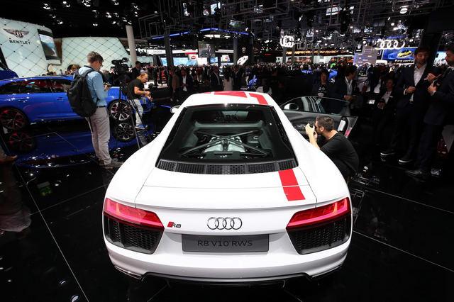 Siêu xe Audi R8 RWS đặc biệt có giá 3,4 tỷ đồng - 4