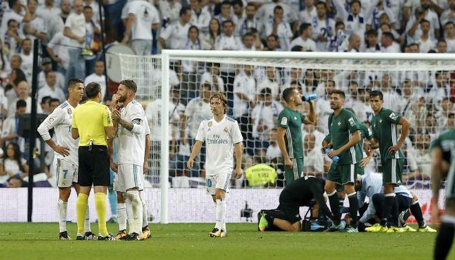 Real sớm hụt hơi La Liga: Vì Barca, trọng tài hay vì tội đồ Zidane? - 3