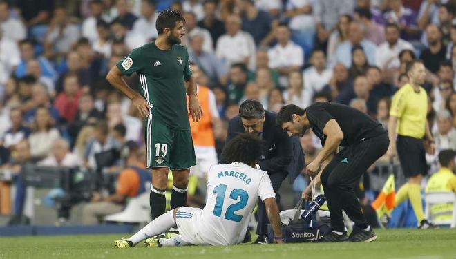 Real sớm hụt hơi La Liga: Vì Barca, trọng tài hay vì tội đồ Zidane? - 4