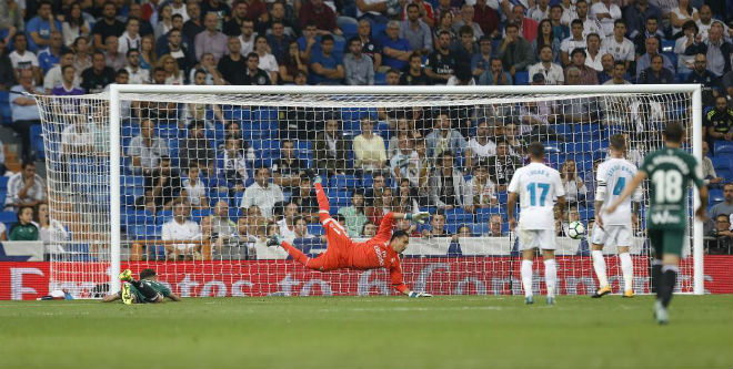 Real sớm hụt hơi La Liga: Vì Barca, trọng tài hay vì tội đồ Zidane? - 6