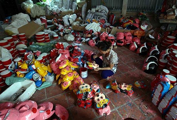 Làng làm đồ chơi trung thu ở Hưng Yên tất bật vào mùa - 1