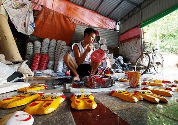 Làng làm đồ chơi trung thu ở Hưng Yên tất bật vào mùa - 4